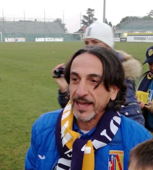 Stefano Protti tra i tifosi