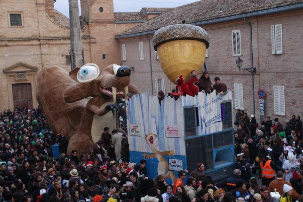 Il carnevale arriva con carri e maschere