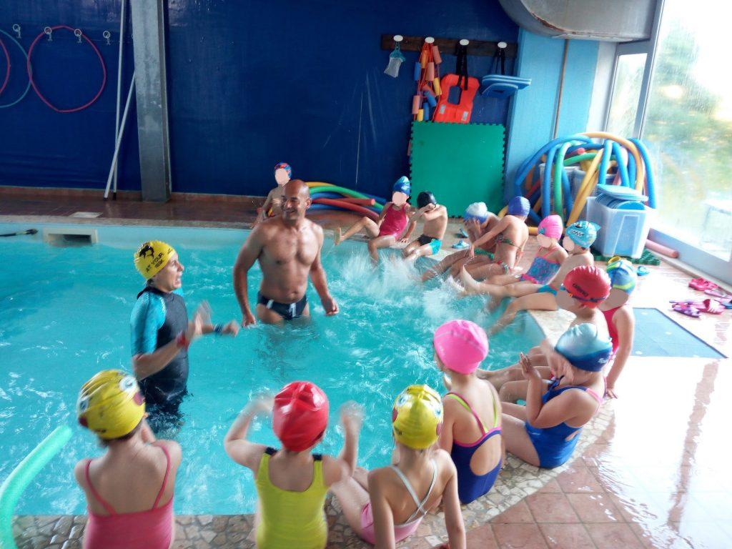 Dai banchi alla piscina i bimbi della borgo rosselli a - Corsi per neonati in piscina ...