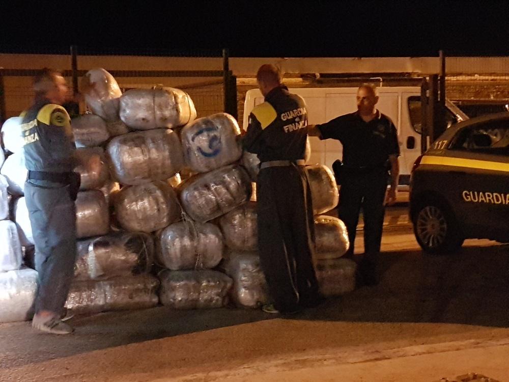 Gdf: maxi sequestro di droga a San Benedetto