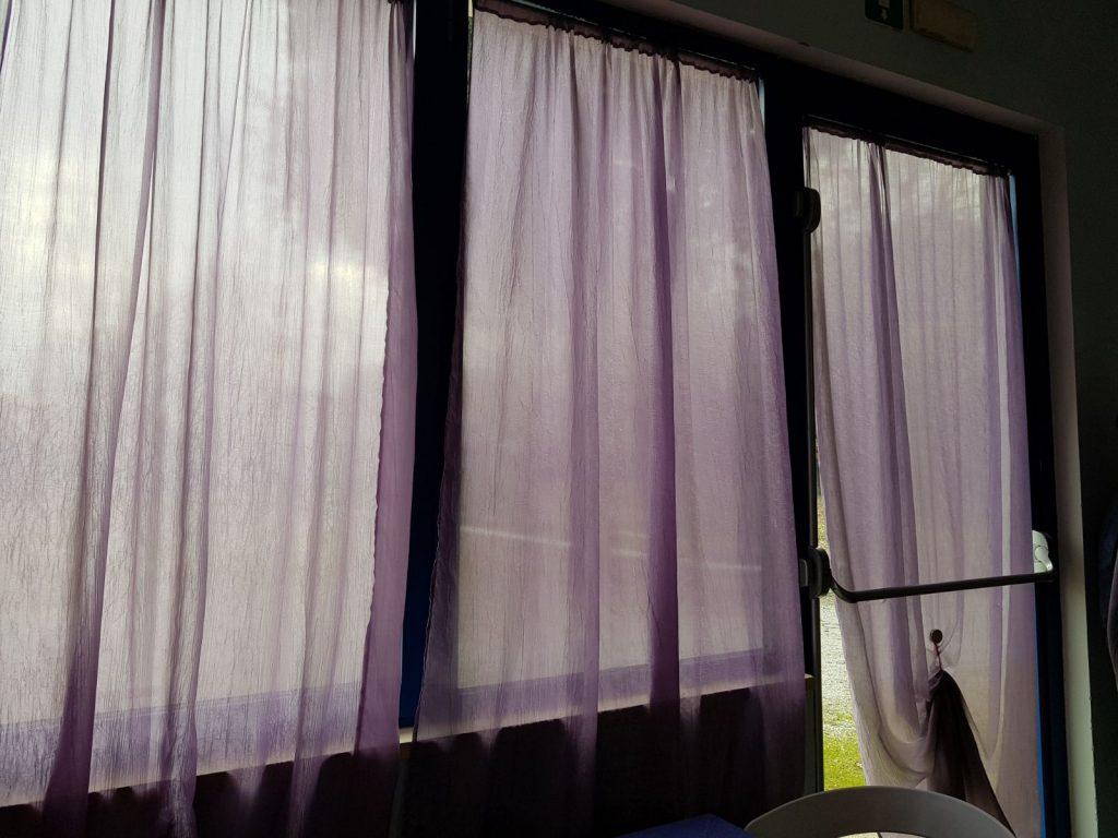 Sfonda una finestra del ristorante ma si taglia con i vetri bandito in fuga carabinieri sulle - La finestra ristorante ...