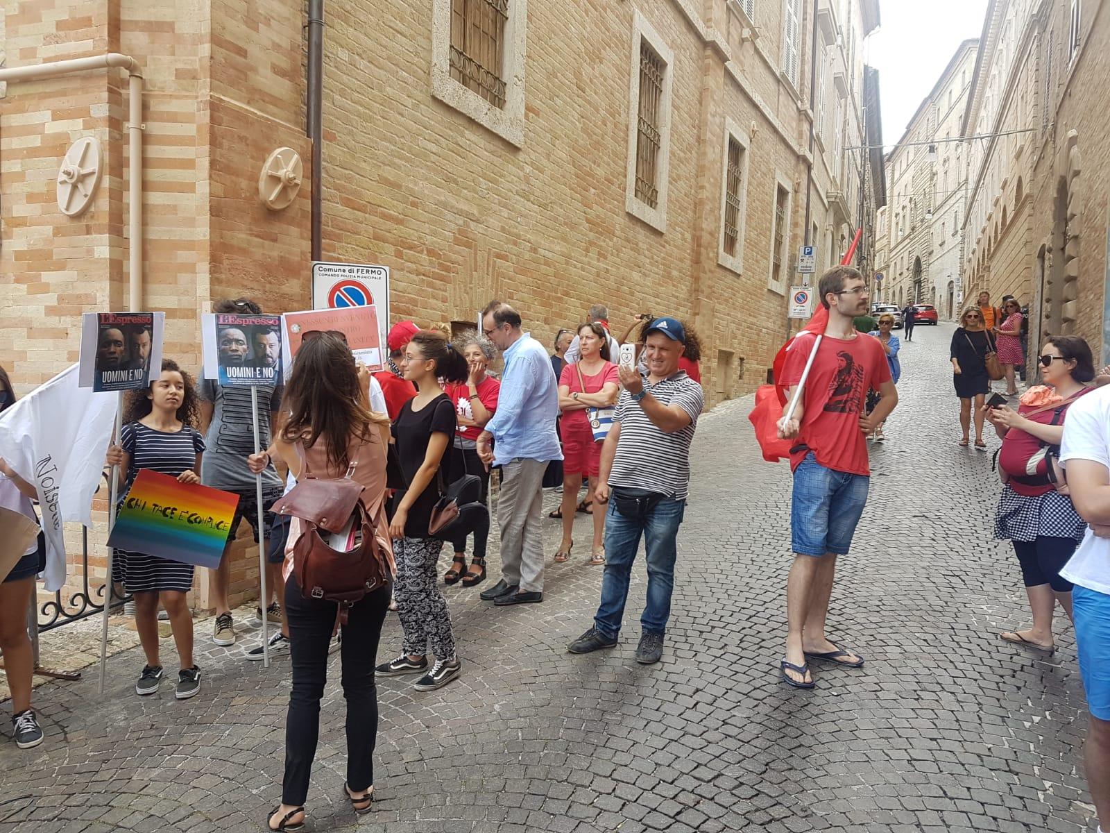 Presidio-Salvini-rwuyu
