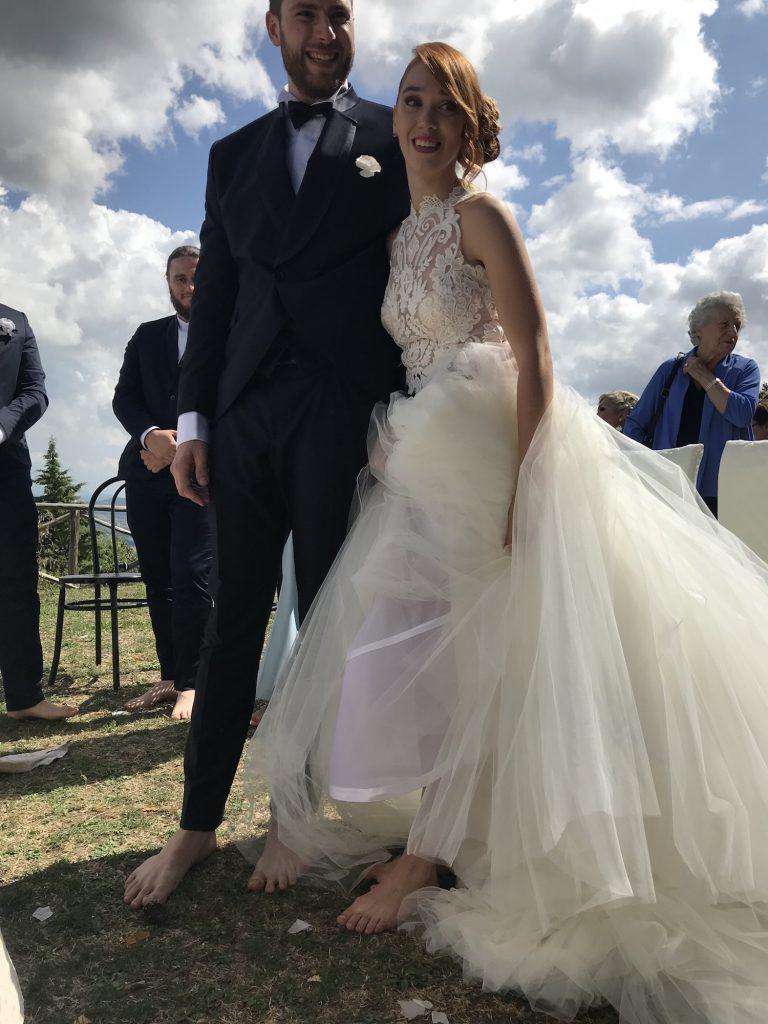 Sognare Di Camminare Scalzi sposi e testimoni a piedi nudi: matrimonio speciale a