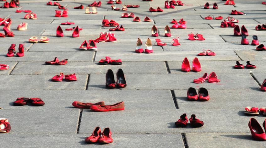 una via da dedicare alle scarpe rosse la proposta di fratelli d italia contro la violenza sulle donne cronache fermane una via da dedicare alle scarpe rosse