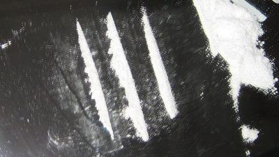 1024px-Cocaine_lines_2-400x225